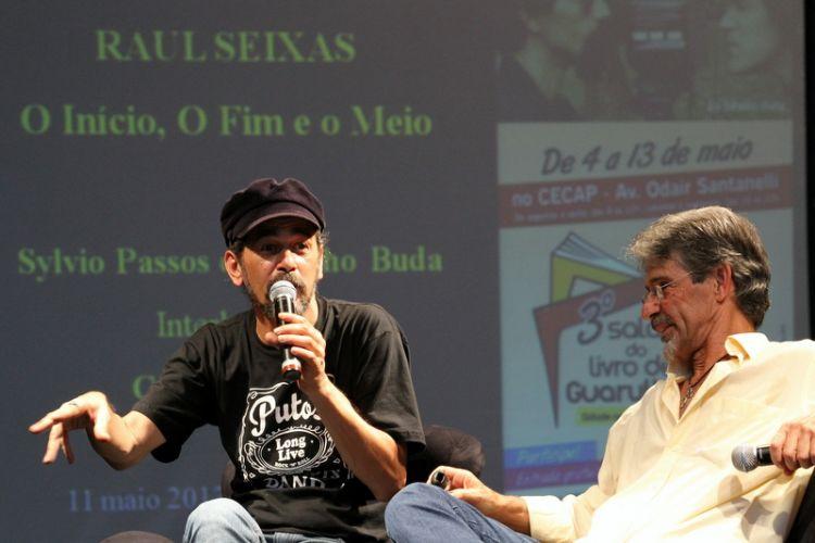 Sylvio Passos e Toninho Buda ontem no  3º Salão do Livro de Guarulhos.