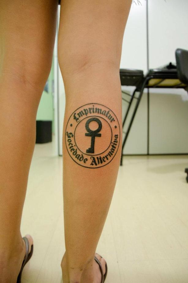 Vivi Seixas e sua tattoo em homenagem ao pai, Raulzito Rock Seixas.